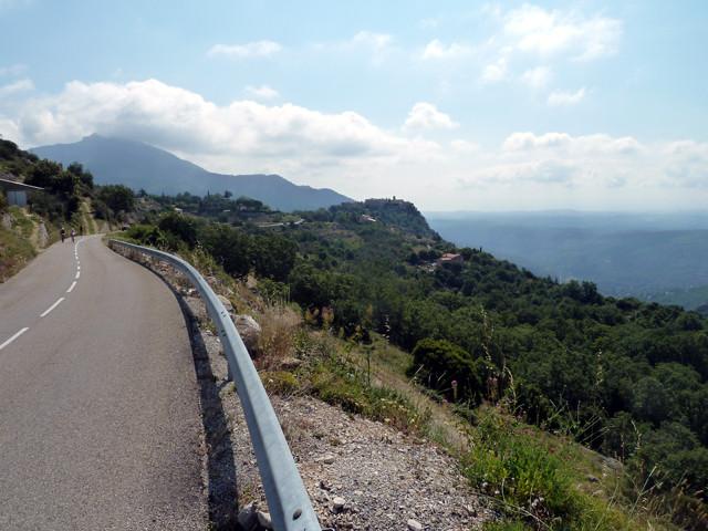 Von Gourdon im Hintergrund zum Col de l'Êcre