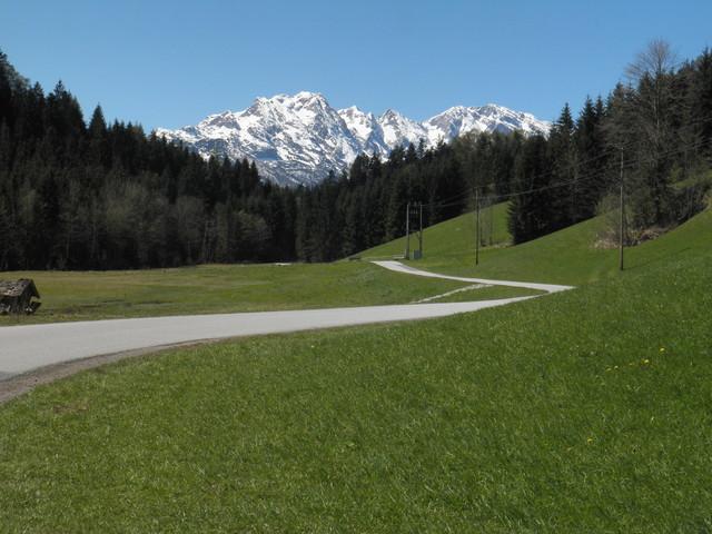 Kurz vor dem höchsten Punkt präsentiert sich der frisch verschneite Hohe Göll