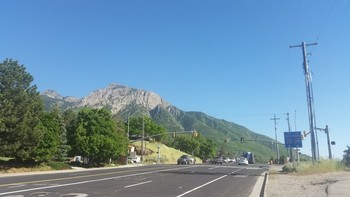 Kreuzung am Wasatch Blvd. Nach links geht es in den Canyon.