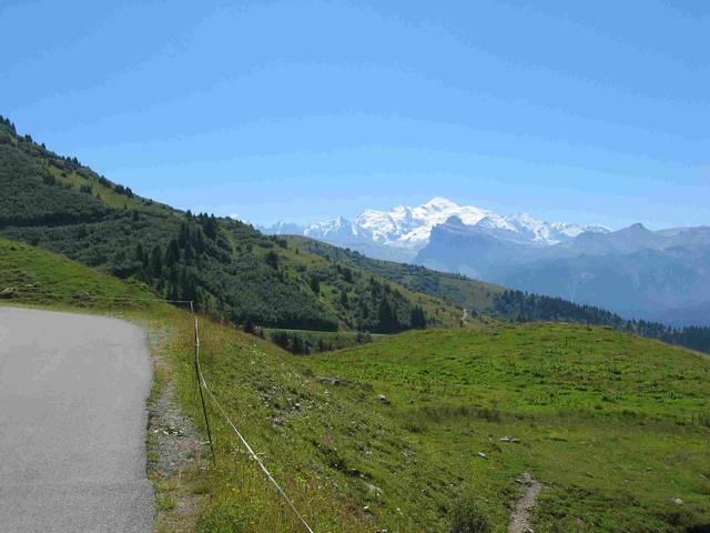 Bei gutem Wetter hat man von der Passhöhe aus einen fantastischen Blick auf den Mont Blanc.
