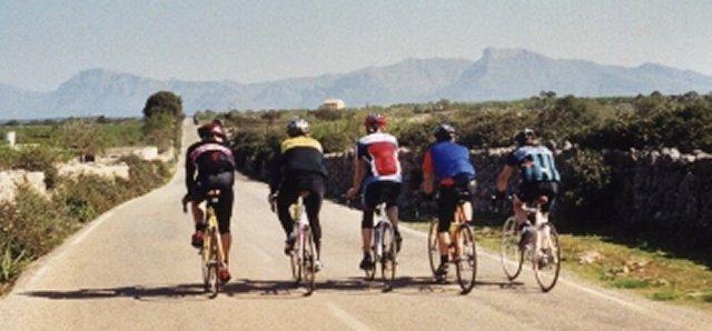 ...bummelt gemütlich durch wunderschöne LandschaftTrainingslager Mallorca 2001
