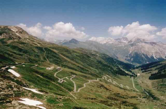 Die Nordanfahrt des Splügenpasses in voller Schönheit.Tag 5 Sommertour 2001