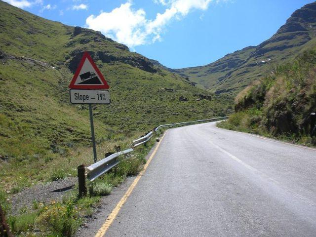 Die sehr steilen Rampen von bis zu 20 % des Moteng Passes.
