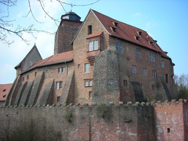 Außenansicht der Burg Breuberg.