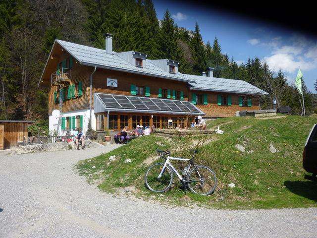 - Schwarzenberghütte.