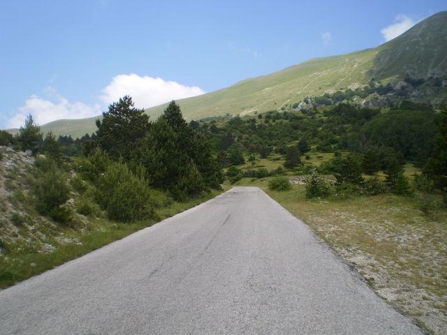 Südostanfahrt: Auf den letzten Kilometern öffnet sich die Landschaft.