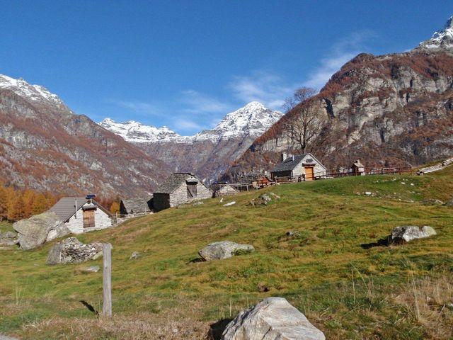 Monte Valdo(1250m), hinten  Pizzo di Mezzodi(2708m), 10.11.11.