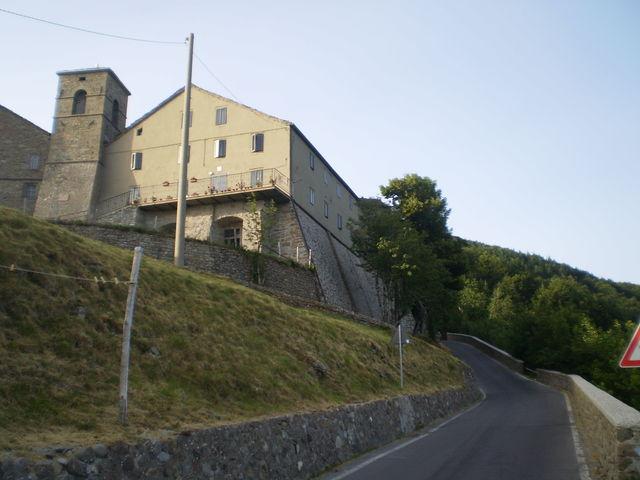 Die Kirche von San Pellegrino in Alpe.
