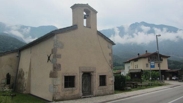 Die Kirche an der Paßhöhe.