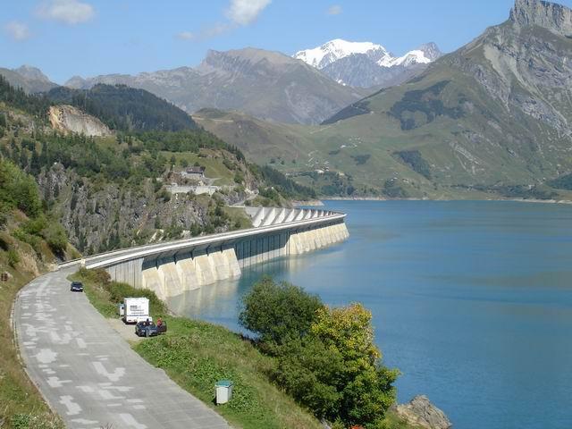 Die Staumauer des Lac de Roselend und der Mont Blanc - die Alpen von ihrer schönsten Seite?