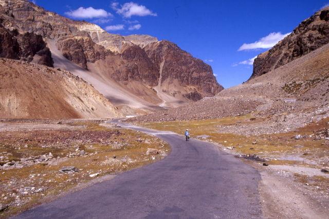 Abfahrt Richtung Sarchu vom Baralacha La.