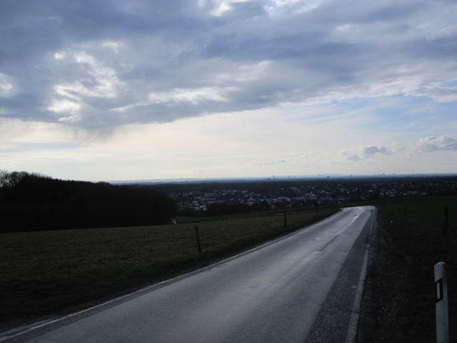 Kölner Skyline von der Abfahrt nach Rösrath gesehen.
