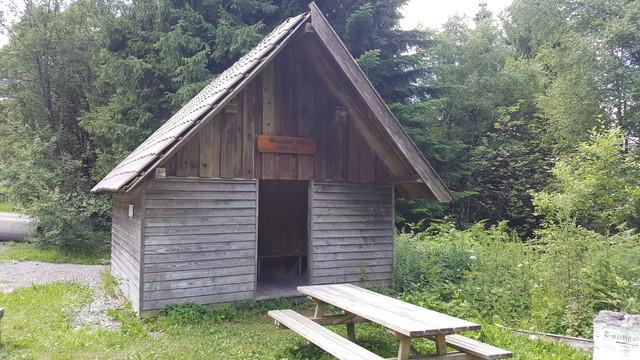 Schutzhütte beim Gipfel