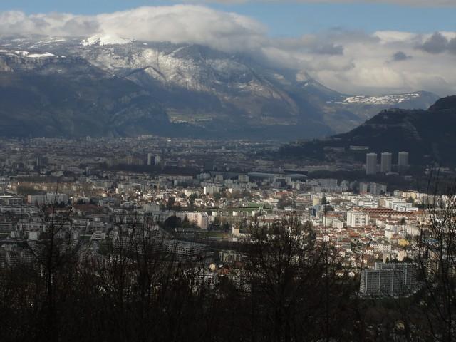 Blick auf Grenoble und die Bastille von der Nordauffahrt aus