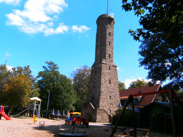 - Höcherbergturm und Höcherberghaus.
