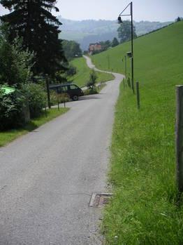 Die Nebenstrasse kurz unter Rehetobel (Blick Richtung Speicherschwendi/St. Gallen)