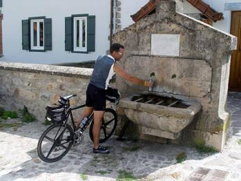 Wasser fassen in Garralda