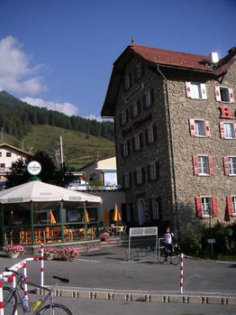 Das Hotel Bellaval in Scuol.