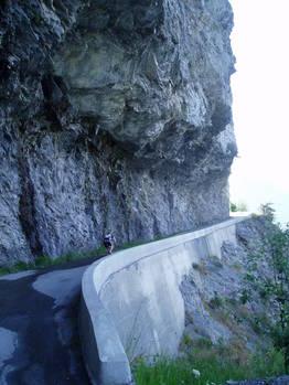 Im exponierten Steilstück auf halber Strecke von Montvernier zum Col de Chaussy.