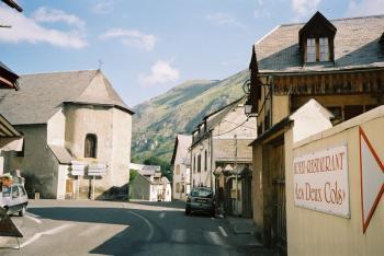 Die Kreuzung von Ste-Marie-de-Campan zwischen Col d'Aspin und Tourmalet