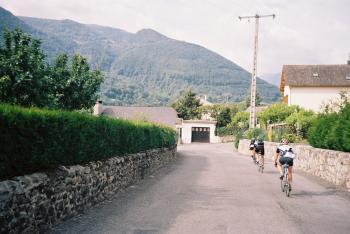 In der Auffahrt zum Col du Soulor biegen wir in Arras links ab auf die schmale Straße zum Col des Borderes