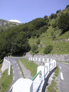 Letzte Kehren am Pailhères.Tag 1 Sommertour Pyrenäen 2002