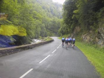 Das Feld Richtung Laughibar.Tag 5 Sommertour Pyrenäen 2002