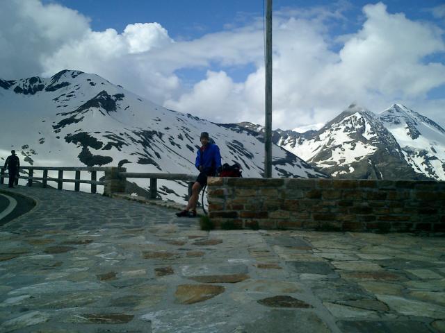 Der Großglockner - nach 1 1/2 Tagen endlich der erste richtige Berg. Nach meinem Plan bin ich ein Tag zu früh hier. (Aufnahme von Mai 03 zur Schonung der Fotobatterie)Senza Fine 2003Manfred Schneider