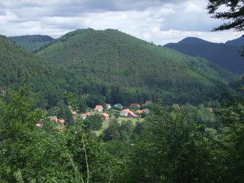 Vogesenidylle: das versteckt liegende Dorf Wengelsbach.