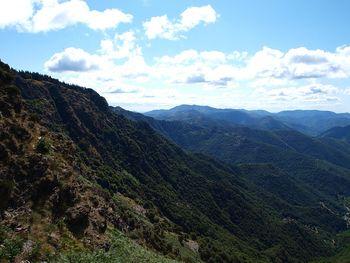 Blick von der Passhöhe ins Tal