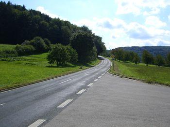 Der Anstieg nach Schupf ab Ortsende von Kainsbach.