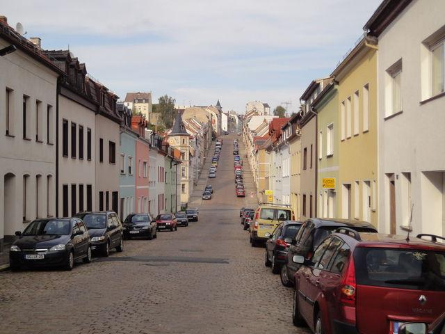 Blick von der Zwickauer Straße auf die Wand