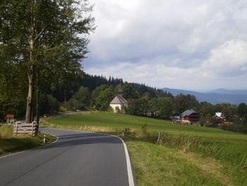 Nordanfahrt: Die Kirche von Hojsova Stráž.
