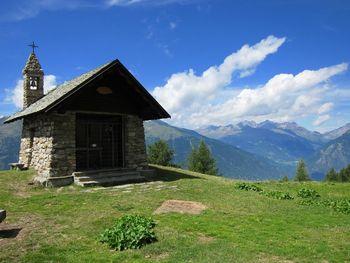 Kapelle hoch über dem Valtellina.