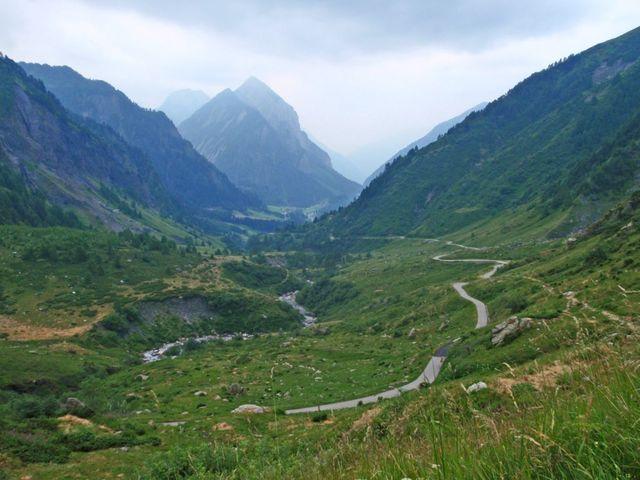 im Hintergrund der markante Sosto(2221m) oberhalb von Olivone.