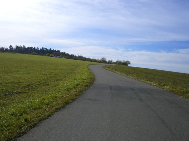 Ostauffahrt von Hüttenbach: Die letzten Meter zum höchsten Punkt.