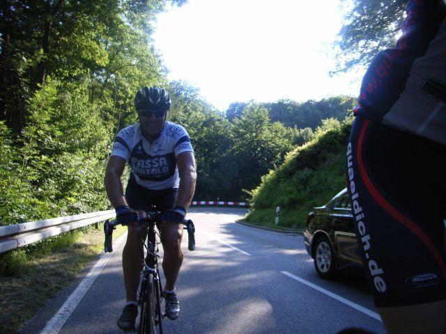 Unterwegs im ersten Anstieg des Tages hinauf nach Grabenstetten