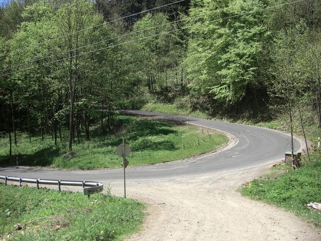Am Talschluß wechselt die Straße mit dieser Kehre die Richtung.