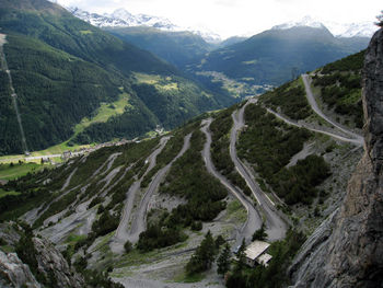 Gleich nach dem letzten Tunnel bietet sich ein überwältigender Blick auf die geniale Strecke.