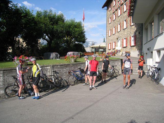 Bei bestem Wetter starten wir am Bellaval in Scuol.