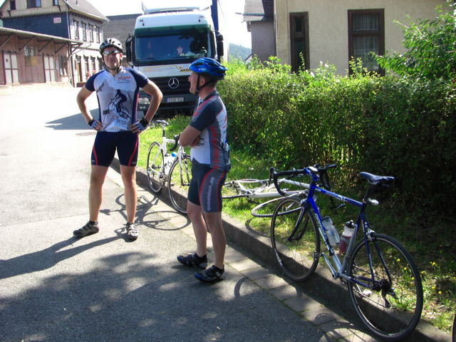 Ruedi und Loschi am Treffpunkt in Rottenbach.