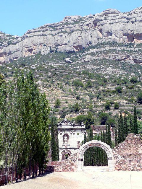 Cartoixa d'Escala Dei mit Serra de Montsant