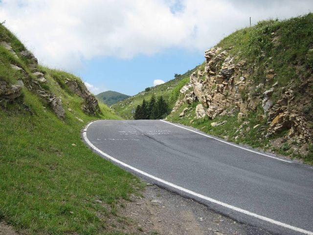 Colla d'Oggia Passhöhe ohne Paßschild. Ein paar Meter davor Aussichtspunkt mit Blick Richtung Osten