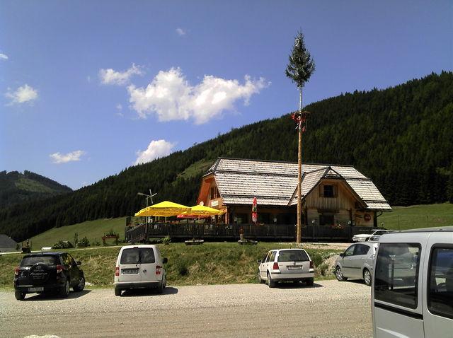 Ende Gelände für Rennradfahrer, an der Talstation des Skiliftes.