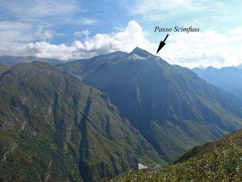 Blick auf den Passo Scimfuss(2248m) von oberhalb der Gotthardstr.