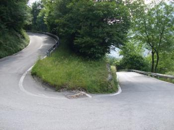 Im ersten Steilstück geht es steil bergauf.
