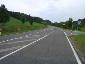 Nordanfahrt aus Andorf: Ziemlich geradlinige Streckenführung, hier geht es los.