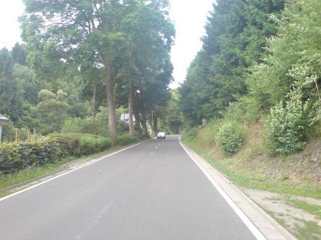 Langer Berg - die ersten Meter durch Schwarzmühl bergauf.