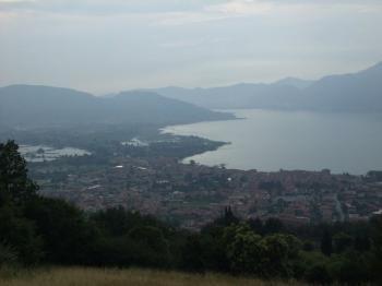 Westanfahrt: Blick auf Iseo, den See, die Berge.