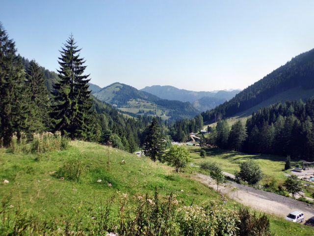 Schöne Aussicht von etwas oberhalb des Berggasthofes